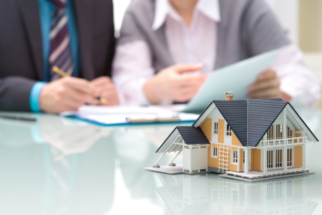 How a vehicle though a building insurance claim lawyer can assist you?